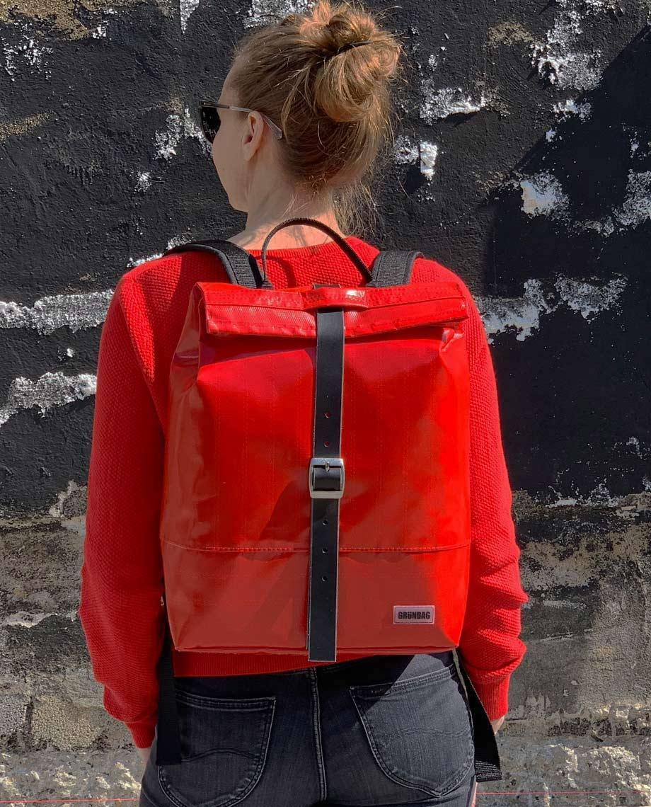 0__=__youtube___Have a look inside the Liv backpack___https://www.youtube.com/embed/0LR6IW6Afp8___0LR6IW6Afp8
